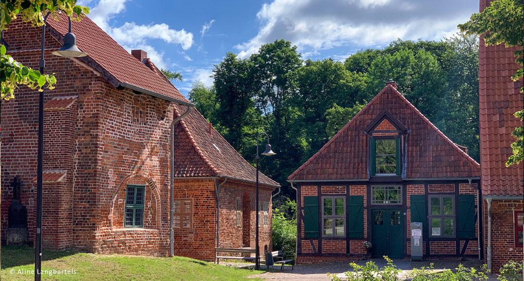historische Gebäude mit roten Steinen