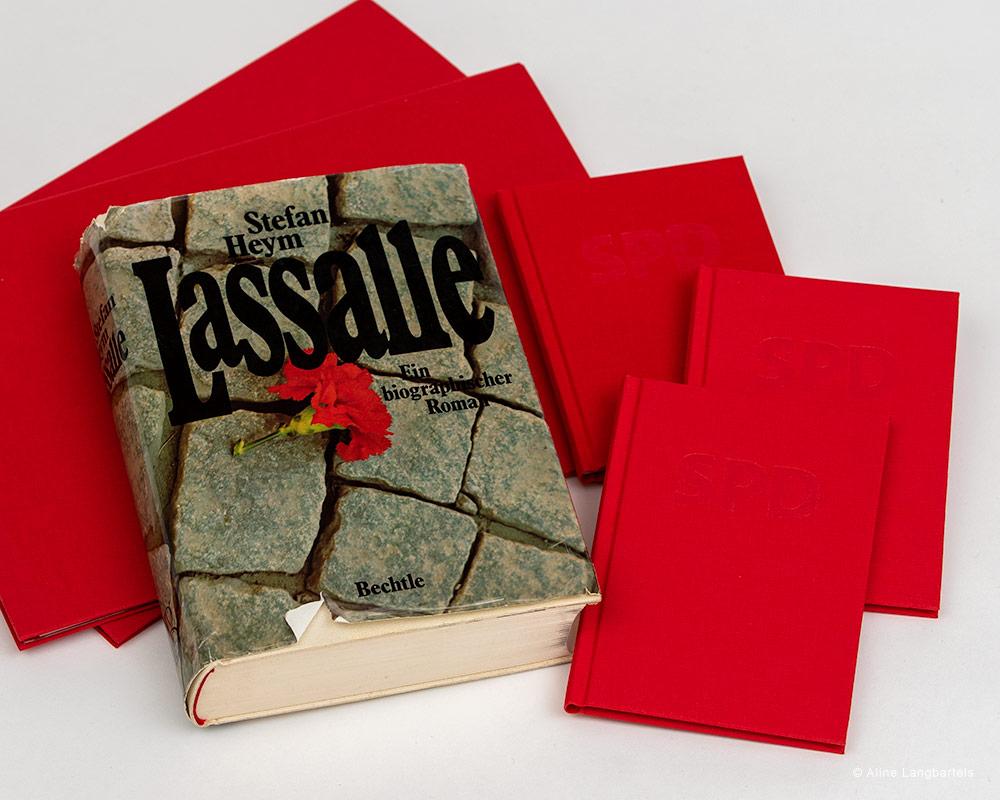 Roman Lassalle mit SPD-Parteibüchern
