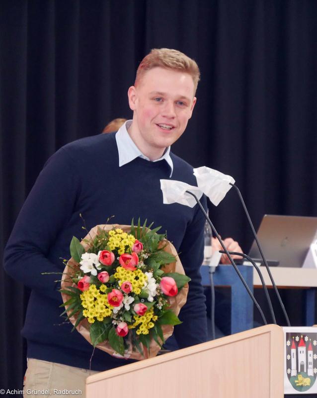Jakob Blankenburg mit Blumenstrauß